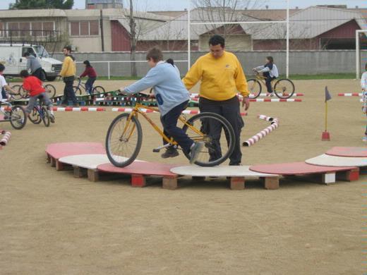 Gimcana de habilidad con bicicletas